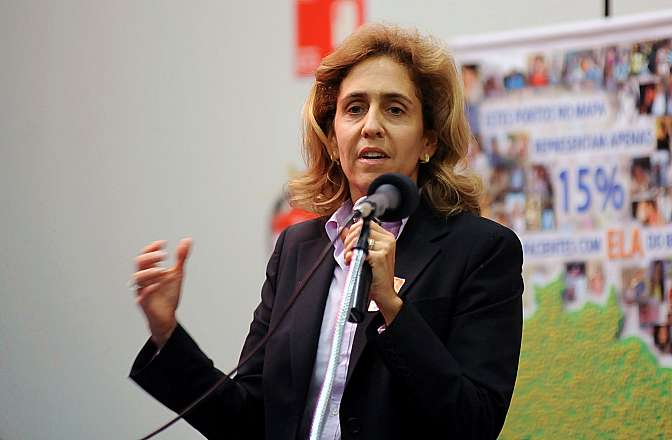 Seminário: Pró-Cura da Esclerose Lateral Amiotrófica (ELA).  Professora da USP, Lygia da Veiga Pereira