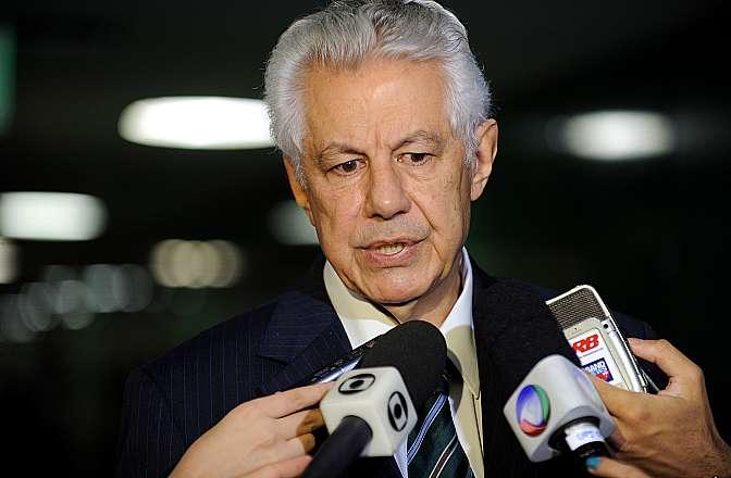 Líder do Governo na Câmara, dep. Arlindo Chinaglia (PT-SP) concede entrevista