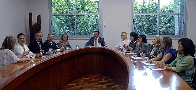 Governador Marconi Perillo reunido com a bancada feminina (Foto: Ag.Câmara)