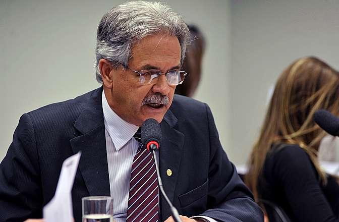 Reunião para discussão e votação do parecer do relator, (foto) dep. Nilmário Miranda (PT-MG)