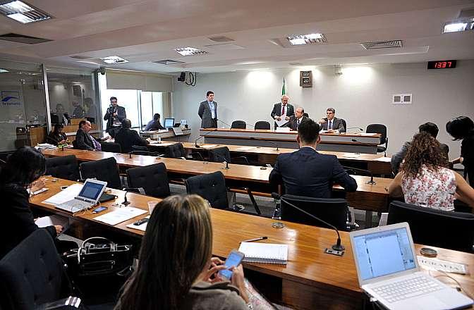 Apreciação dos Relatórios Parciais do senador Romero Jucá (PMDB-RR), que regulamenta o direito de greve do servidor público, que regulamenta o Crime de Terrorismo e o que regulamenta as parcelas de caráter indenizatório que não serão computados para efeito de limite remuneratório