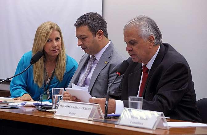 Reunião Ordinária para apreciação do parecer do dep. José Carlos Aaraújo, relator do processo nº 11/13 (representação Nº 22/13 - do PSB), em desfavor do dep. Natan Donadon (RO), deputados Ricardo Izar (PSD-SP) e José Carlos Araújo (PSD-BA)