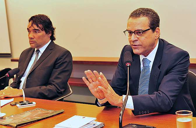 Reunião Extraordinária. Presidente da comissão, senador Lobão Filho, e presidente Henrique Eduardo Alves