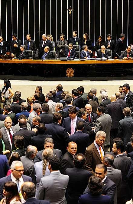 Discussão do PRC 232/2013 - da Mesa Diretora da Câmara dos Deputados - que dispõe sobre as deliberações a respeito da decretação de perda de mandato nas hipóteses previstas nos incisos I, II e VI, do art. 55 da Constituição Federal sejam tomadas por votação ostensiva