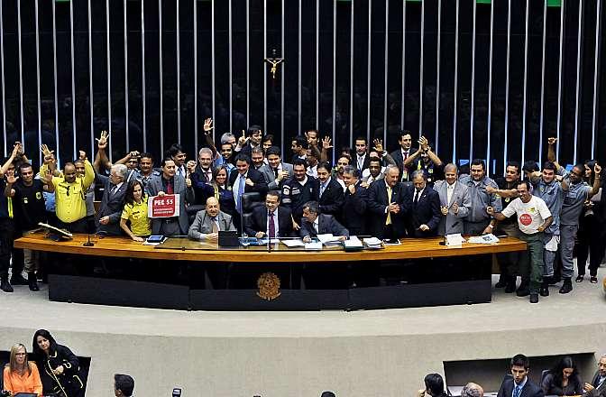 Votação, em segundo turno, da Proposta de Emenda à Constituição (PEC) 55/11, que disciplina a carreira dos agentes de trânsito em âmbito municipal