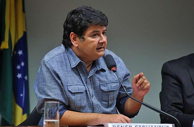 Audiência pública sobre a resolução CONAMA 457/13, que dispõe sobre o depósito e a guarda provisórios de animais silvestres apreendidos ou resgatados pelos órgãos ambientais. Coordenador-geral da ONG Renctas, Dener Giovanini