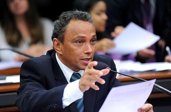 Reunião para discussão e votação do parecer do relator, dep. Raul Henry (PMDB-PE). Dep. Sibá Machado (PT-BA)