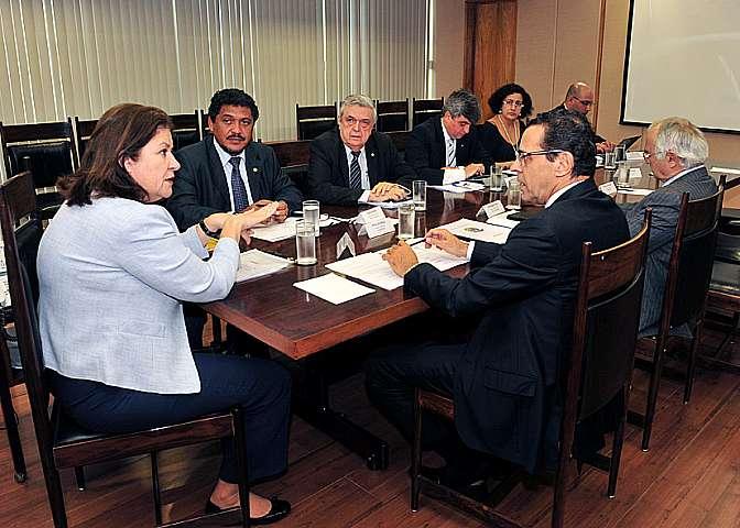 Presidente Henrique Eduardo Alves recebe a ministra do planejamento Miriam Belchior