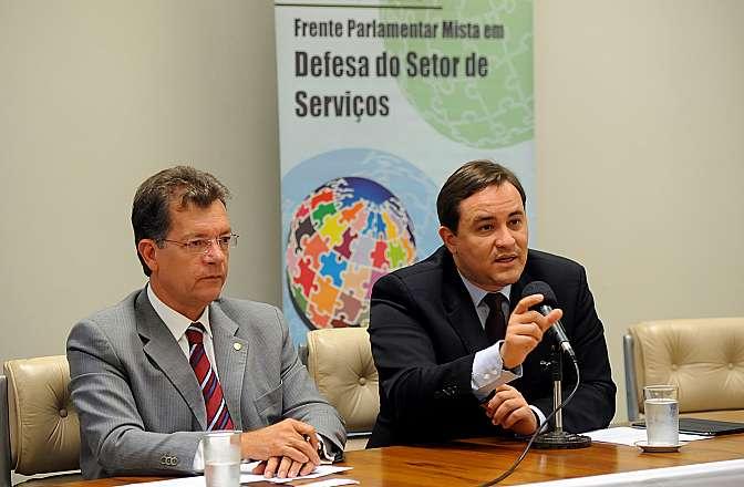 Reunião de trabalho para discutir os trabalhos da frente. (E) Dep. Laercio Oliveira (SDD-SE) e Secretário de Comércio e Serviços do Ministério do Desenvolvimento, Indústria e Comércio Exterior (MDIC), Humberto Ribeiro