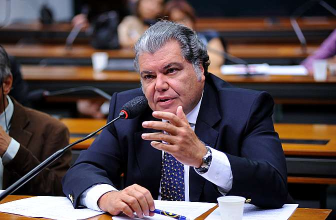 Encontro do ativista Chico Whitaker com deputados e senadores para tratar do acordo nuclear Brasil-Alemanha. Dep. Sarney Filho (PV-MA)
