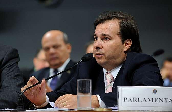 Apreciação de relatório da Comissão Mista sobre a MP 627/13, que muda a forma de tributação dos lucros obtidos por multinacionais brasileiras vindos de suas controladas no exterior, além de promover outras alterações na legislação contábil e tributária brasileira. Dep. Rodrigo Maia (DEM-RJ)