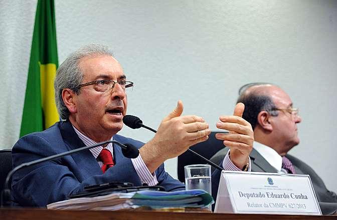 Apreciação de relatório da Comissão Mista sobre a MP 627/13, que muda a forma de tributação dos lucros obtidos por multinacionais brasileiras vindos de suas controladas no exterior, além de promover outras alterações na legislação contábil e tributária brasileira. Dep. Eduardo Cunha (PMDB-RJ)