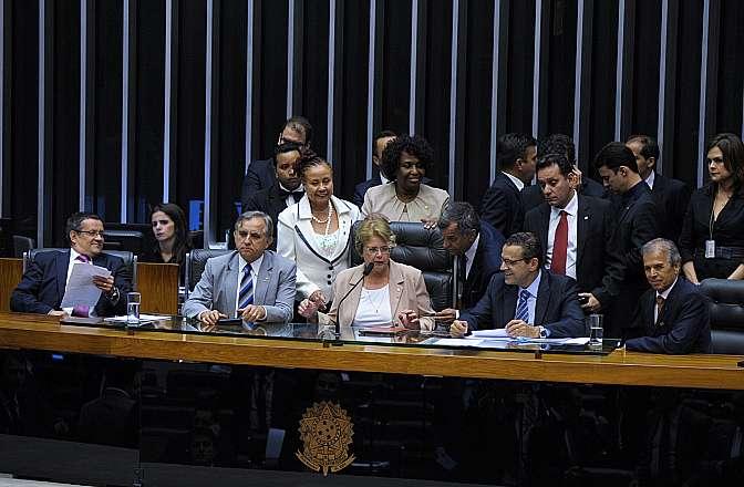 Votação da  PEC 290/2013 - da dep. Margarida Salomão (PT-MG) - que
