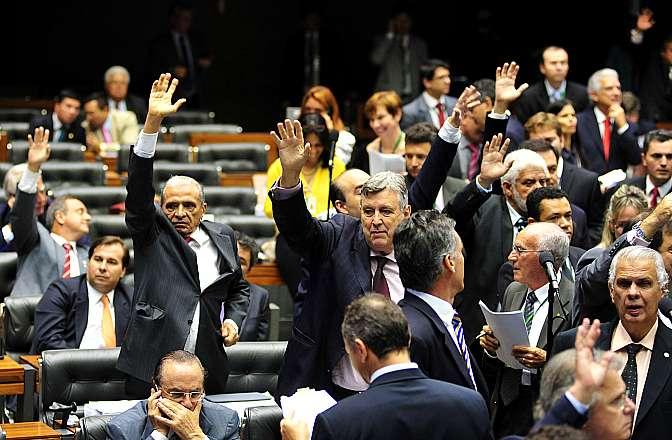 Sessão Extraordinária destinada a analisar os destaques apresentados à Medida Provisória 627/13, que muda a forma de tributação dos lucros obtidos por multinacionais brasileiras advindos de suas controladas no exterior