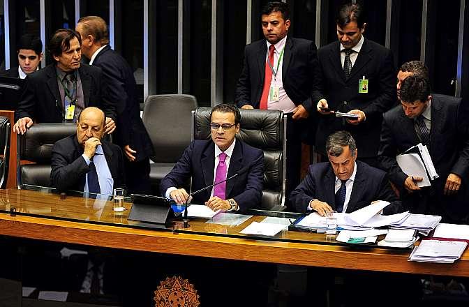 Ordem do dia. Ao centro, presidente da Câmara, Henrique Eduardo Alves (PMDB-RN) conduz a sessão