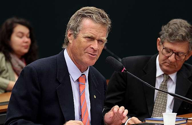 Audiência pública para discutir temas afetos à formulação e à execução da política externa brasileira. Dep. Alfredo Sirkis (PSB-RJ)