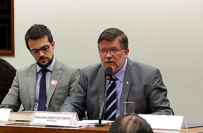 Audiência pública sobre a chacina do Parque do Iguaçu/PR, durante a ditadura militar, em especial quanto à busca dos corpos das vítimas. Presidente da CDHM, dep. Assis do Couto (PT-SP)