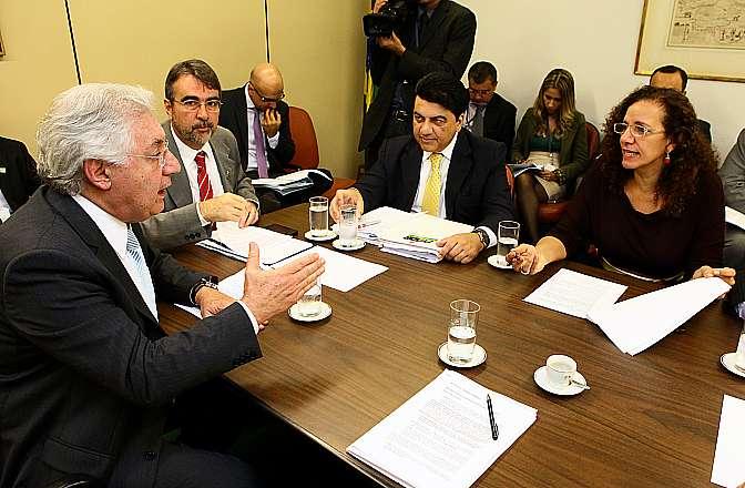 Reunião da Base Aliada. (E/D) Ministro da Secretaria da Micro e Pequena Empresa, Guilherme Afif Domingos; deputados Henrique Fontana (PT-SP), Manoel Junior (PMDB-PB) e Jandira Feghali (PCdoB-RJ)
