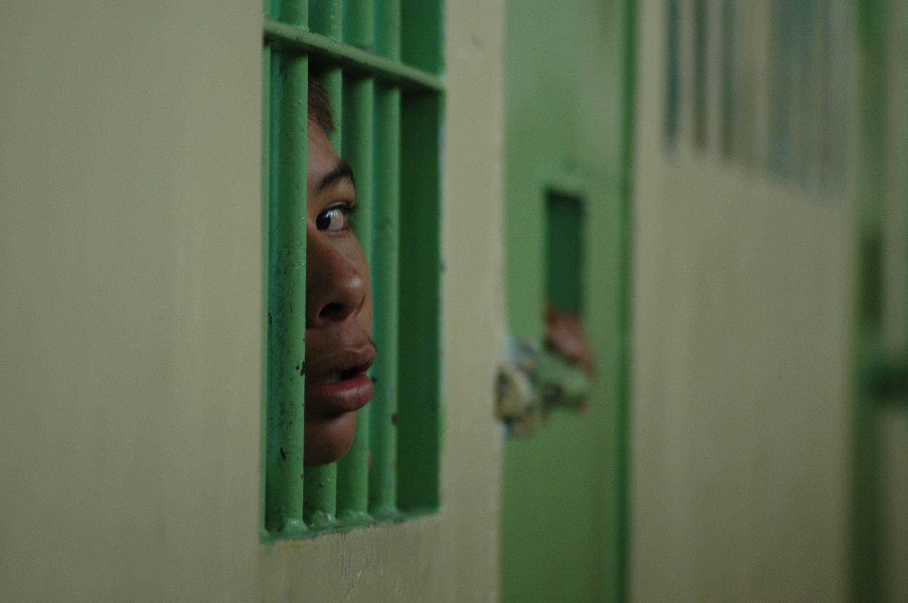 menor infrator criança cadeia preso prisão caje CAJE