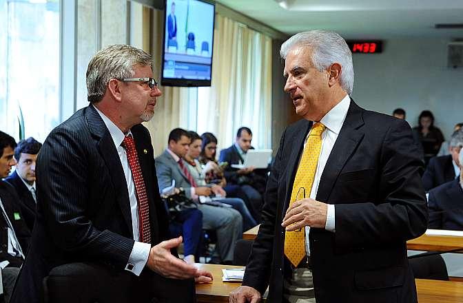 Dep. Marco Maia (PT-RS) e Dep. Rubens Bueno (PPS-PR), durante reunião que teve a oitiva do secretário de Controle Externo da Administração Indireta do Tribunal de Contas da União (TCU), Osvaldo Perrout a portas fechadas