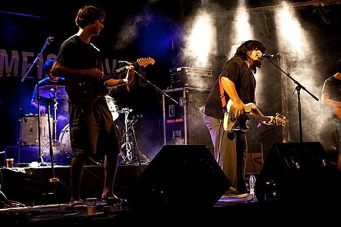 Capa Estreia da banda argentina El Mató a un Policía Motorizado