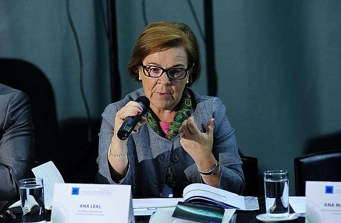 """Painel II - """"Parlamento em diálogo: comunicação com o cidadão"""". Secretária-geral adjunta da Assembleia da República de Portugal, Ana Leal"""