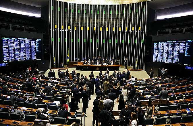 Votação do projeto (PDC 1491/14) que anula o decreto presidencial que criou a Política Nacional de Participação Social, com diversas instâncias para que a sociedade influencie as políticas públicas
