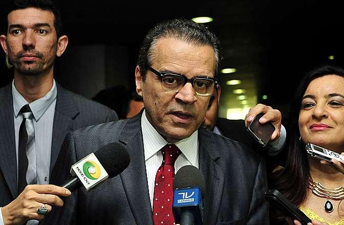Presidente da Câmara, dep. Henrique Eduardo Alves (PMDB-RN) concede entrevista