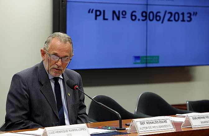 Comissão aprova desoneração da folha de pagamentos do setor de joias e bijuterias