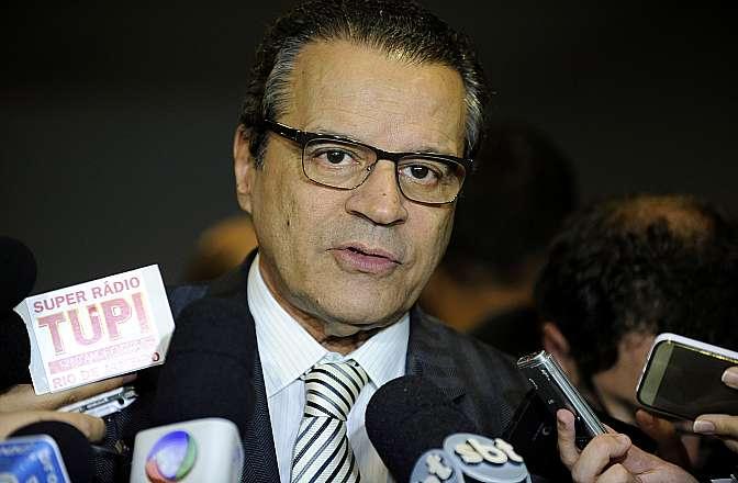 Presidente da Câmara dep. Henrique Eduardo Alves (PMDB - RN) concede entrevista