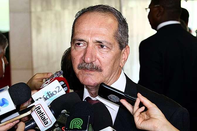 Ministro da Ciência e Técnologia, Aldo Rebelo concede entrevista