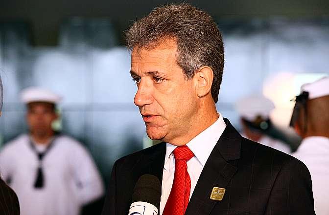 Ministro da Saúde, Arthur Chioro concede entrevista