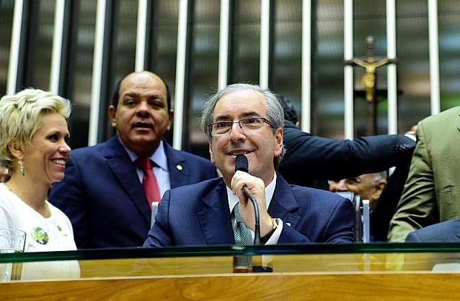 Ao centro, dep. Eduardo Cunha (PMDB-RJ) faz seu primeiro discurso como novo presidente da Câmara