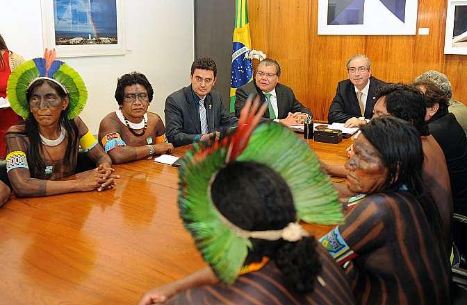 Presidente Eduardo Cunha recebe grupo de lideranças indígenas menkragnoti, da tribo Kaiapódiscute, para tratar da tramitação de regras sobre demarcações de terras indígenas