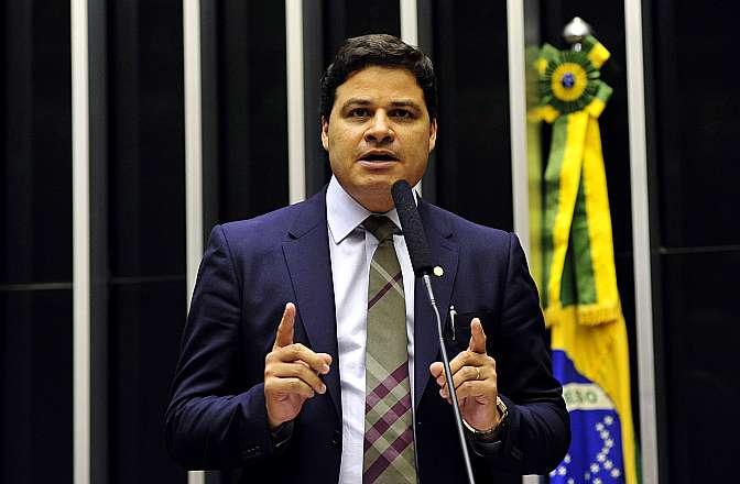 Sessão para análise do Projeto de Lei 23/15, do deputado Mendonça Filho (DEM-PE), que admite a fusão de partidos políticos somente cinco anos depois da obtenção do registro definitivo do Tribunal Superior Eleitoral (TSE). Dep. Sandro Alex (PPS-PR)