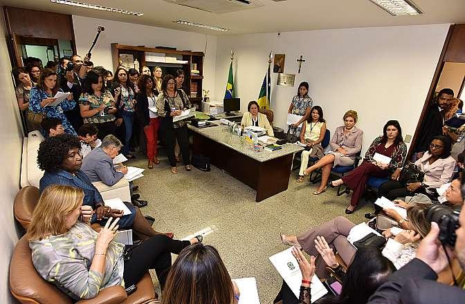 Reunião da Procuradoria Especial da Mulher, Bancada Feminina do Senado e Deputadas Federais para discutir sobre reforma política inclusiva entre outros assuntos