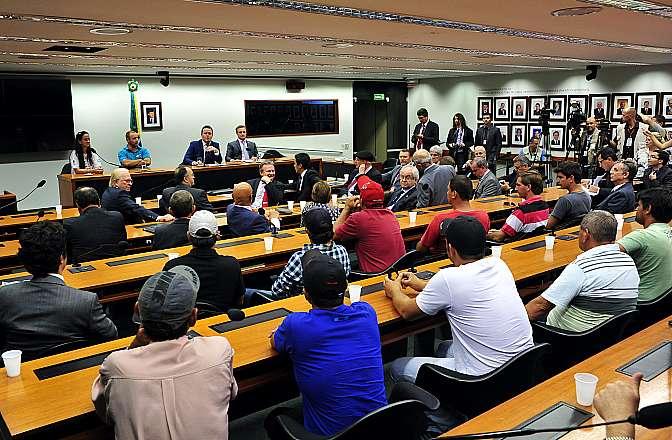 Parlamentares recebem representantes dos sindicatos dos caminhoneiros