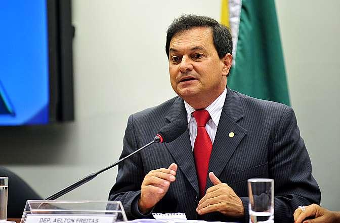 Reunião de instalação da comissão e eleição ordinária para composição da nova mesa. Presidente eleito, dep. Aelton Freitas (PR-MG)