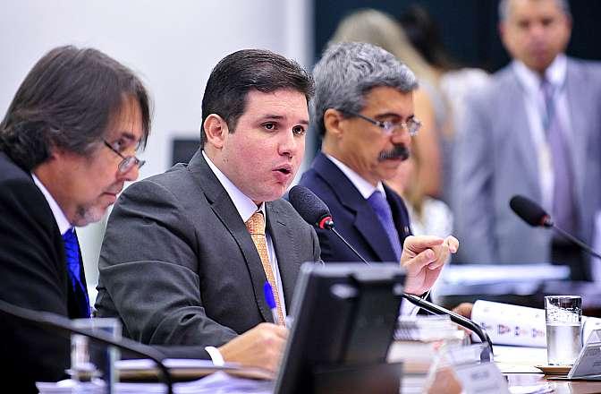 Reunião para elaboração do roteiro de trabalhos e deliberação de requerimentos da comissão. Presidente da CPI, dep. Hugo Motta (PMDB-PB)