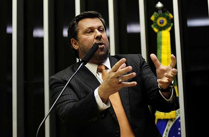 Ordem do Dia. Votação do Projeto de Lei Complementar 302/13, sobre a regulamentação dos direitos dos empregados domésticos. Líder do PSDB, dep. Carlos Sampaio (SP)