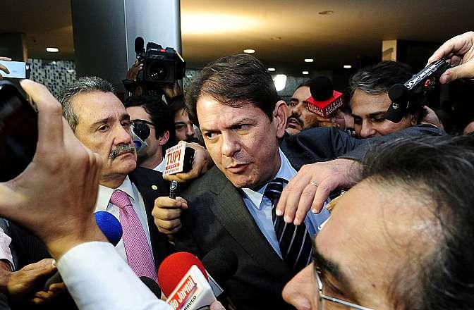 Ministro da Educação, Cid Gomes concede entrevista após Comissão Geral
