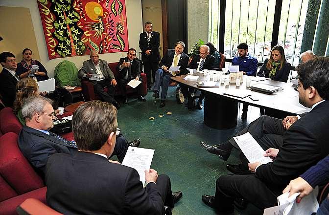 Reunião com os parlamentares médicos e alguns representantes de entidades médicas para debater as prioridades da categoria na Câmara dos Deputados