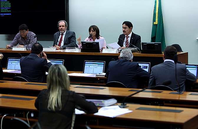 Audiência pública sobre os motivos que levaram ao cancelamento da construção das refinarias Premium I e Premium II, bem como avaliar o impacto socioeconômico causado nos estados do Maranhão e do Ceará em função da enorme expectativa criada, e avaliar os valores gastos pelos governos dos citados estados