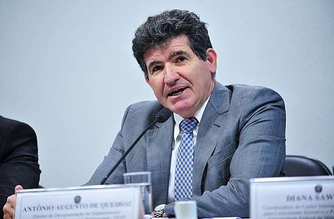 Audiência pública da Comissão Mista sobre a MP 664/14, que estabelece novas regras para concessão de auxílio-doença e pensão por morte. Diretor de Documentação do Departamento Intersindical de Assessoria Parlamentar (DIAP), Antonio Augusto de Queiroz