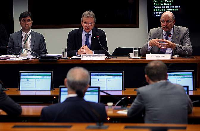 Reunião ordinária para avaliar a reunião entre o governo e entidades representativas do setor de transporte rodoviário de cargas. Dep. Osmar Terra (PMDB - RS)