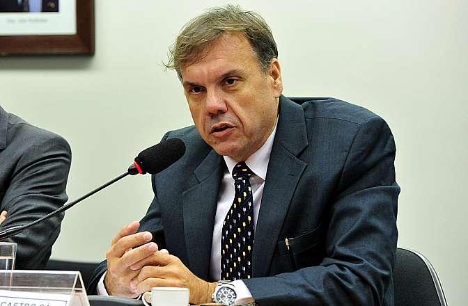 Audiência pública da Sub-Relatoria para investigação do superfaturamento e gestão temerária na construção de refinarias no Brasil. Gerente jurídico da Petrobras, Fernando de Castro Sá