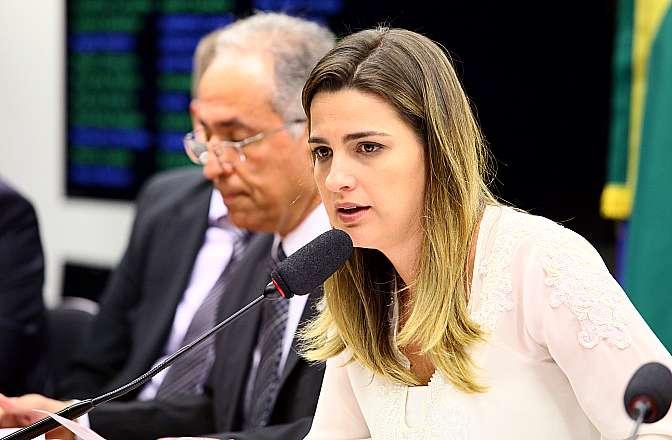 Audiência pública para debater o PL 8255/2014, que regulamenta o exercício da profissão de aeronauta. Presidente da comissão, dep. Clarissa Garotinho (PR-RJ)