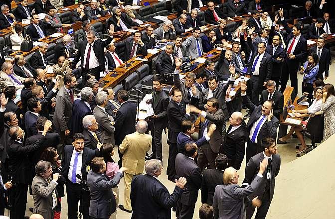 Votação da  PEC 457/2005 - (PEC 42/2003) - que