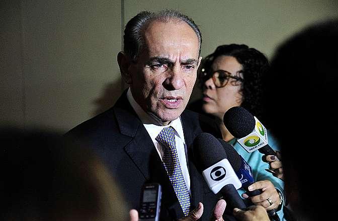 Relator da C.E de Reforma Política, dep. Marcelo Castro (PMDB-PI) concede entrevista