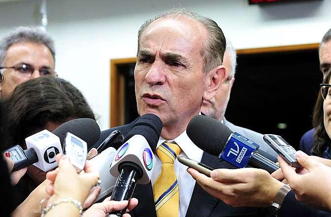 Relator da C. E. da Reforma Política, dep. Marcelo Castro (PMDB-PI) concede entrevista
